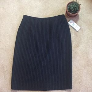 🔥NWT Le Suit Black Pinstriped Skirt - Size 8